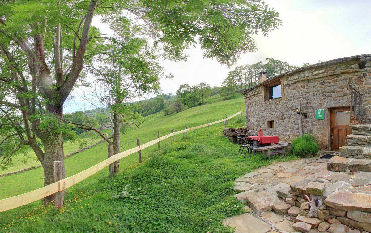 Cabaña Gurueba / cabañas con encanto - descubre la flora autóctona de los valles pasiegos