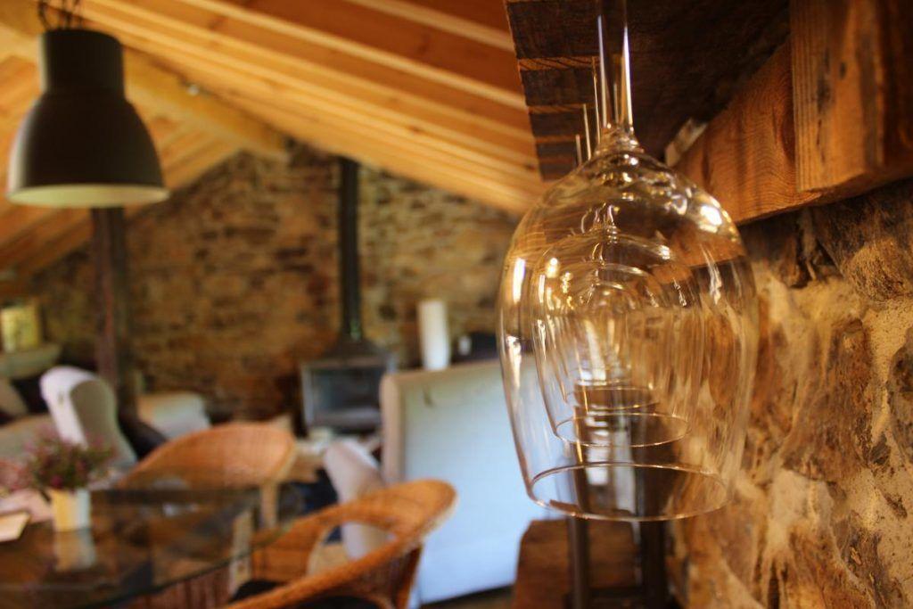 Copas de vino en la cabaña Atalaya