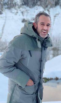 Agustín con la gran nevada que cayó esta Navidad en las cabañas