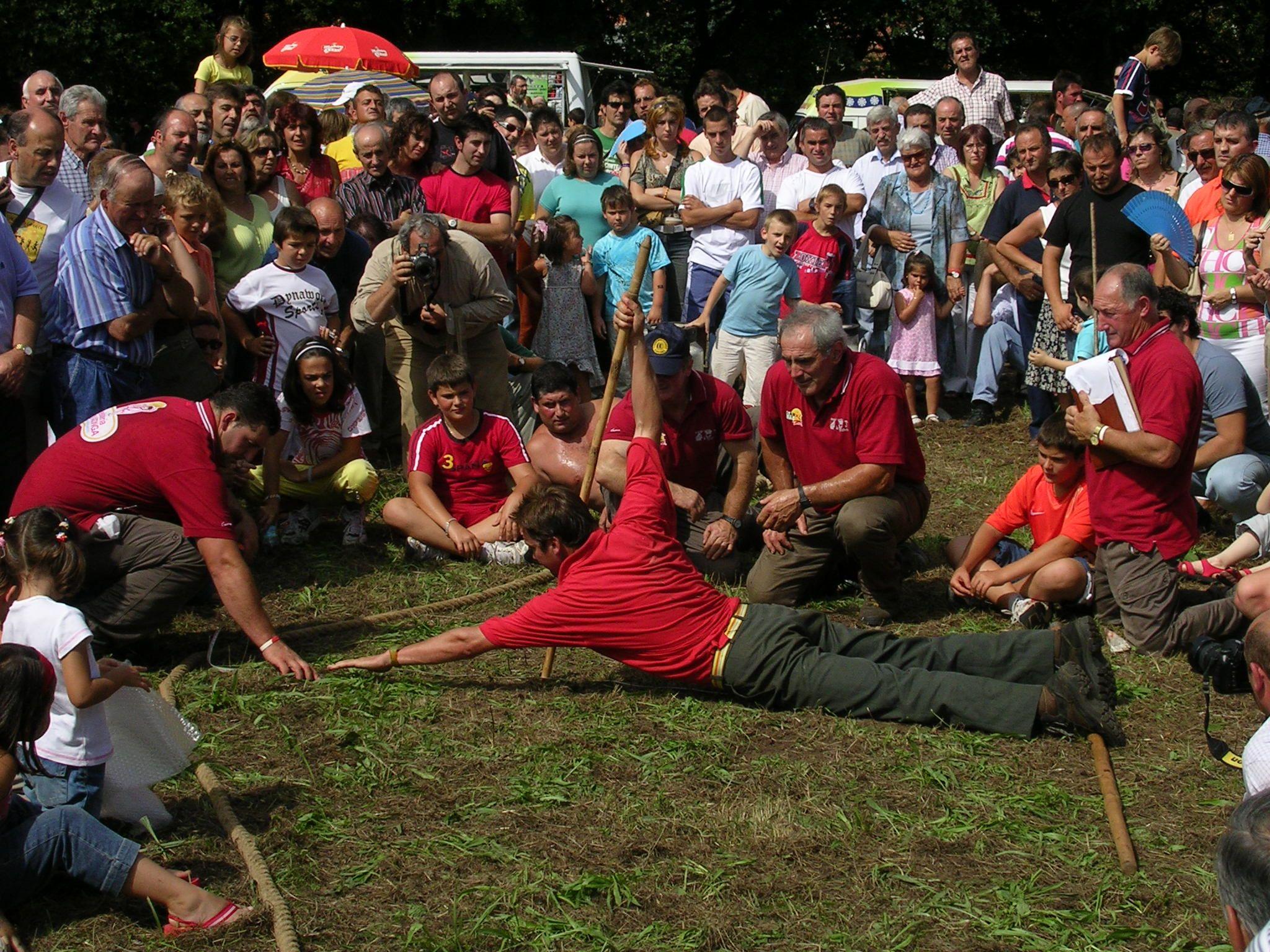 Salto pasiego, un clásico en las fiestas locales