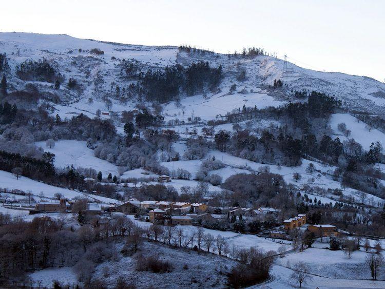 San Román de Cayón nevado - turismo rural en invierno en los valles pasiegos